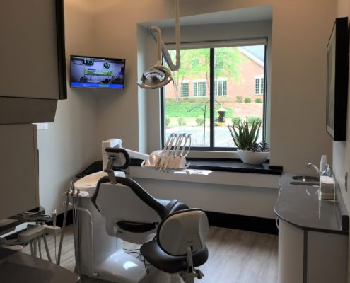 Great White Smiles patient room with mounted screen